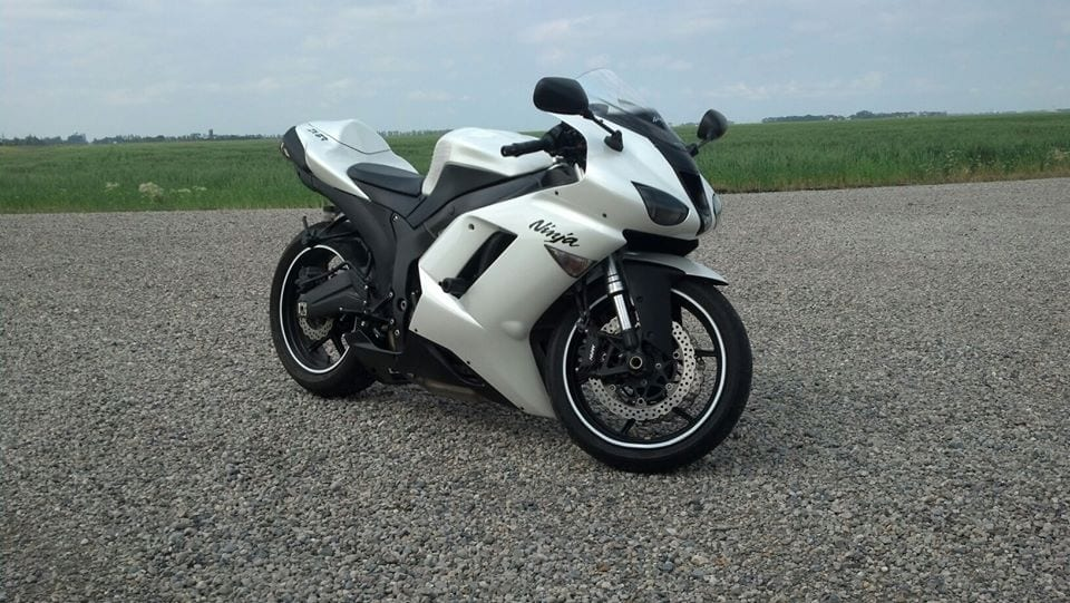White Motorcycle Kawasaki ZX-6R Bike